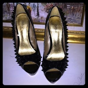 7.5 spiked 5 inch heels super cute!